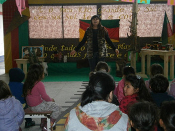 Angélica Rizzi visita escolas de Capão da Canoa
