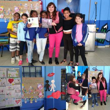 Angélica Rizzi participou da II Feira do Livro da E.M.E.F Jardim Outeiral