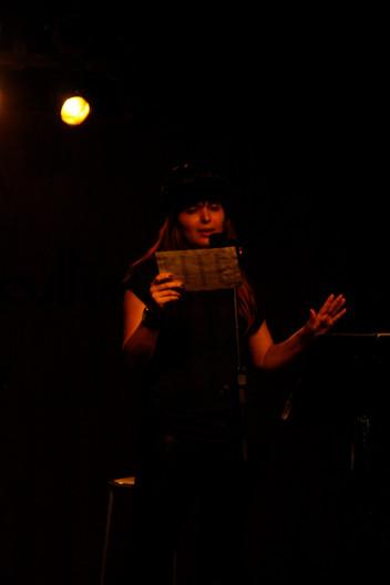 Angélica Rizzi faz Sarau Poetas Iluminadas na 61ª Feira do Livro de Porto Alegre