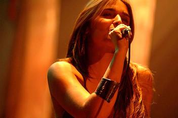 Angélica Rizzi faz Sarau no Clube de Cultura