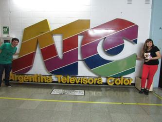 Jornalista Guto Villanova da GV Comunicação e artista gaúcha Angélica Rizzi em visita à TV Pública A