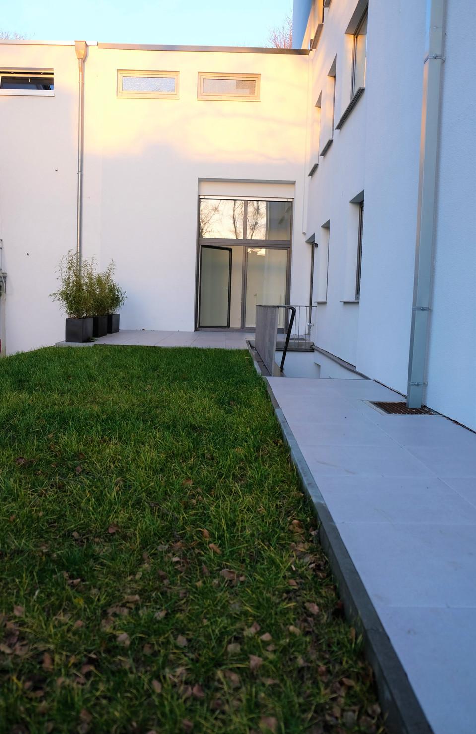 Moderne 2-Zimmer-Wohnung inklusive eigenem Terrassen- und Gartenbereich I Aachen-Lousberg/Nizzaallee