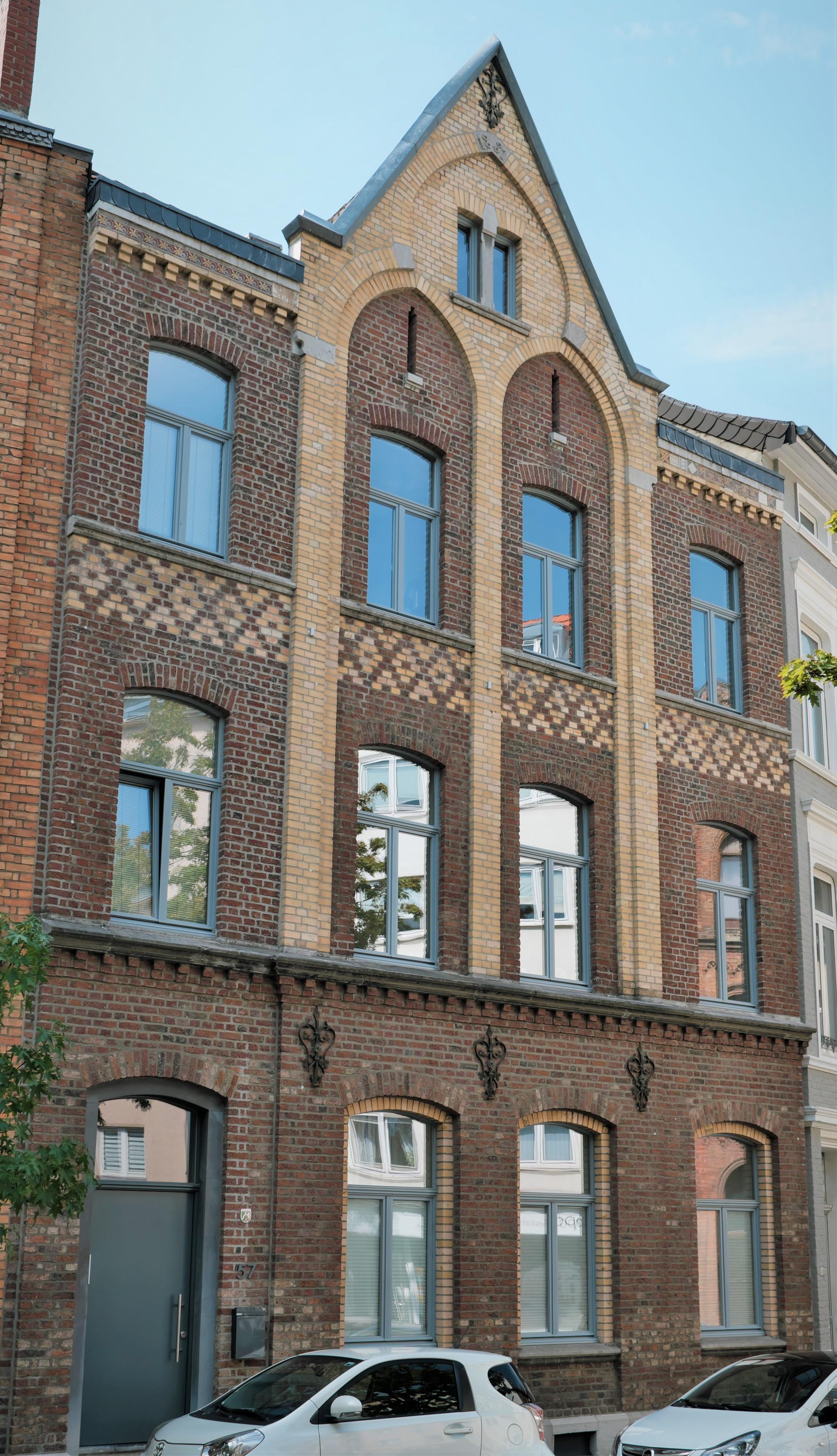 Moderne 2-Zimmer-Wohnung in denkmalgeschütztem Haus I Aachen-Lousberg