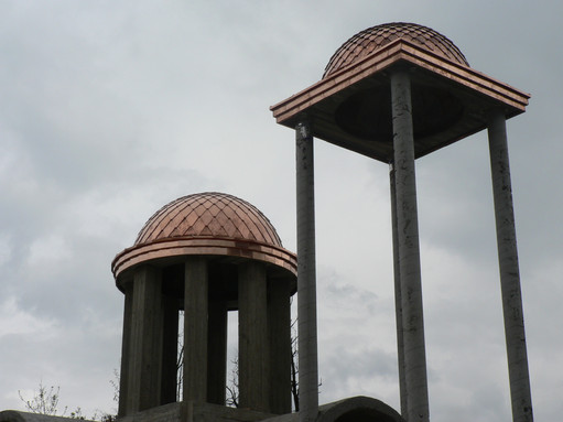 Куполи на църква от медна ламарина