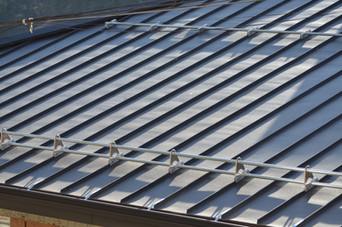Снегозадръжане на вентилиран покрив