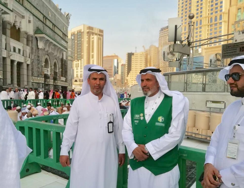 سعادة الأستاذ ساعد الصواط مدير مركز التنمية يتفقد أعمال الجمعية في ساحات المسجد الحرام