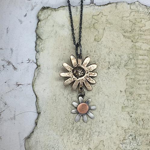 Daisy drop pendant - bronze/silver