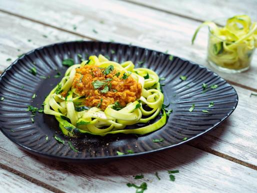 Bolonhesa de lentilhas com esparguete de curgete