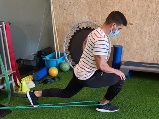 Qual a importância da mobilidade do tornozelo e anca no agachamento?