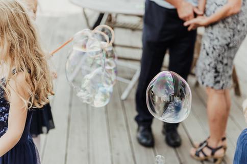 Riesenseifenblasen Mitmachaktion   Hochzeit im Atlantic Grand Hotel Travemünde direkt am Meer  LUYA Kidscorner