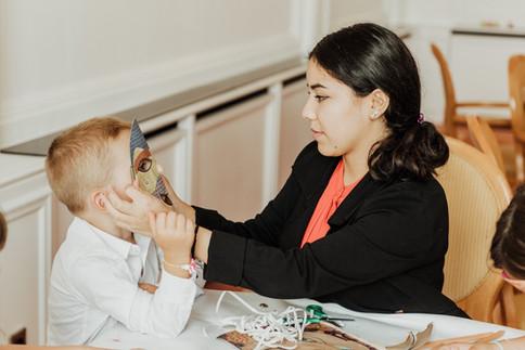 Die Kreativwerkstatt   Armbänder mit Buchstaben basteln, Masken bemalen, eine Stickersafari machen kann man in unserer Kreativwerkstatt.    Masken bemalen Turnbeutel bedrucken Puzzles gestalten Armbänder basteln Knetfiguren zaubern  LUYA Kidscorner