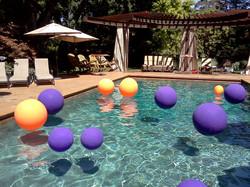 Grad pool decor
