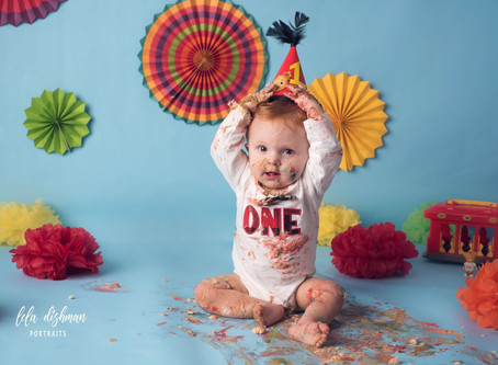 Landyn is turning 1! Kentucky Children's Photographer - Lela Dishman