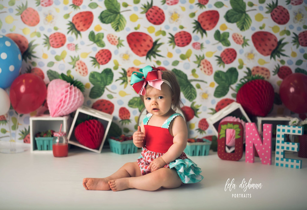 Emersyn is turning one! Cake Smash Session ~Birthday Photography Monticello, Somerset KY