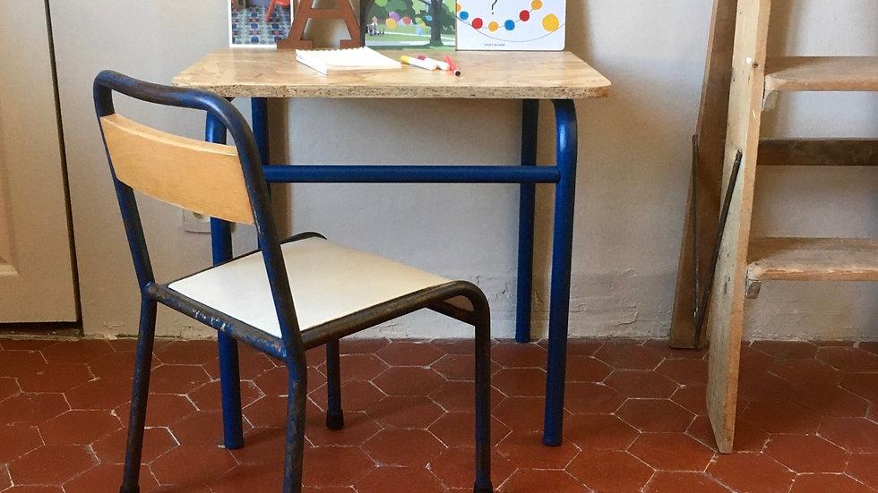 Bureau maternelle et sa chaise BLU