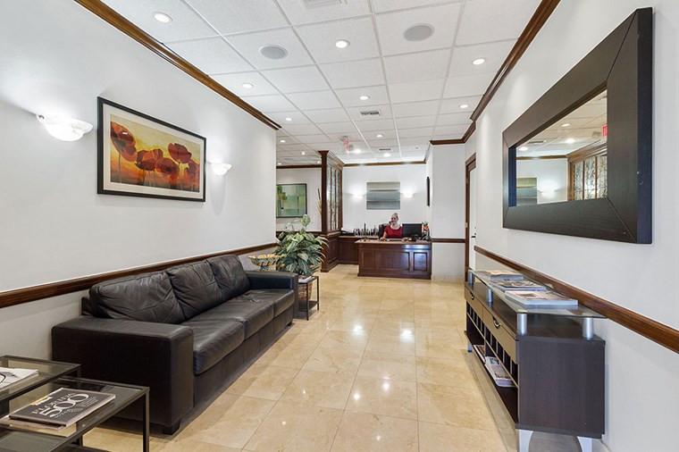 Reception desk aventura professional office suites