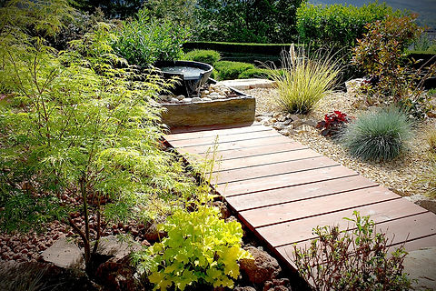 Fontaine jardin - ponton bois