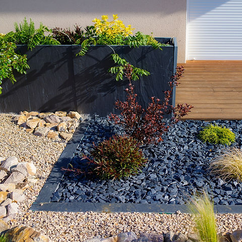 Jardinière en pierre bleue - Paillis en ardoise
