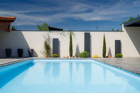 Ardoise verticale autour de la piscine