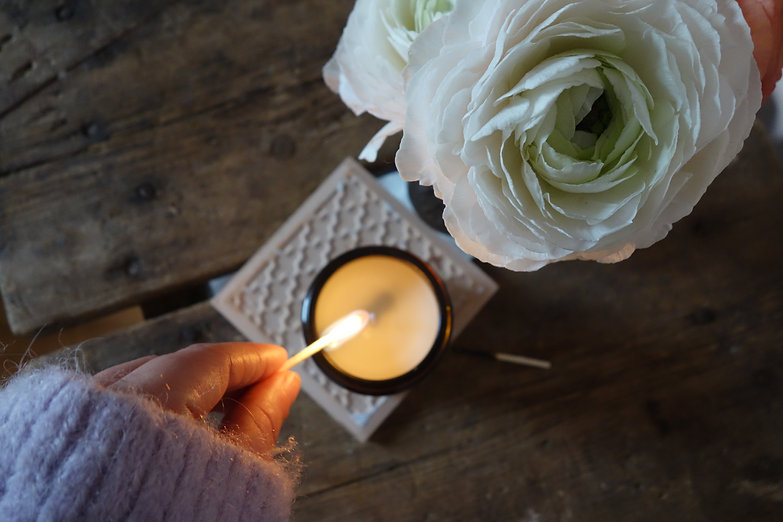 lighting-soy-candle