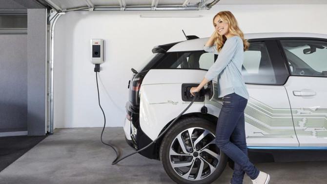 Carros elétricos e movidos a energia solar