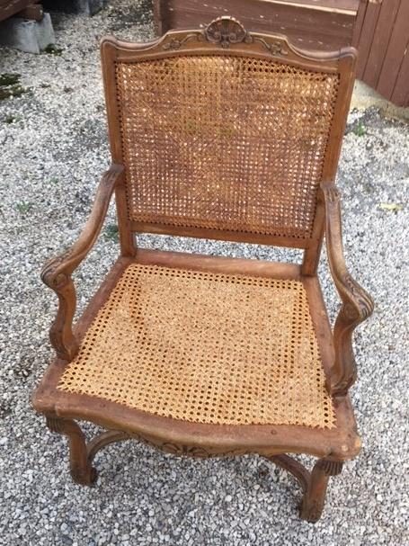 fauteuil_canné_restauré_par_votre_artisan_tapissier_des_Alpes_Maritimes_06