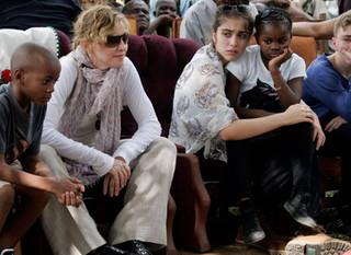 Madonna Obtiene Permisos de Adopción