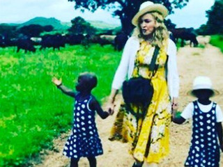 Madonna confirma en Instagram que adoptó a gemelas de Malawi