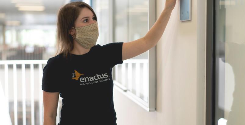 Braille und unsere Beschilderung an der Ruhr-Universität