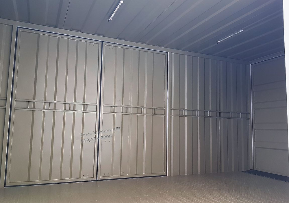 NPR81UKH Isuzu Box Lorry 3 ton
