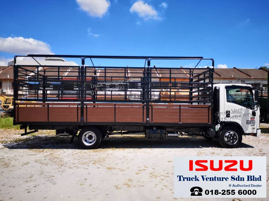 Isuzu Lorry Wooden Cargo, Long Body 21ft
