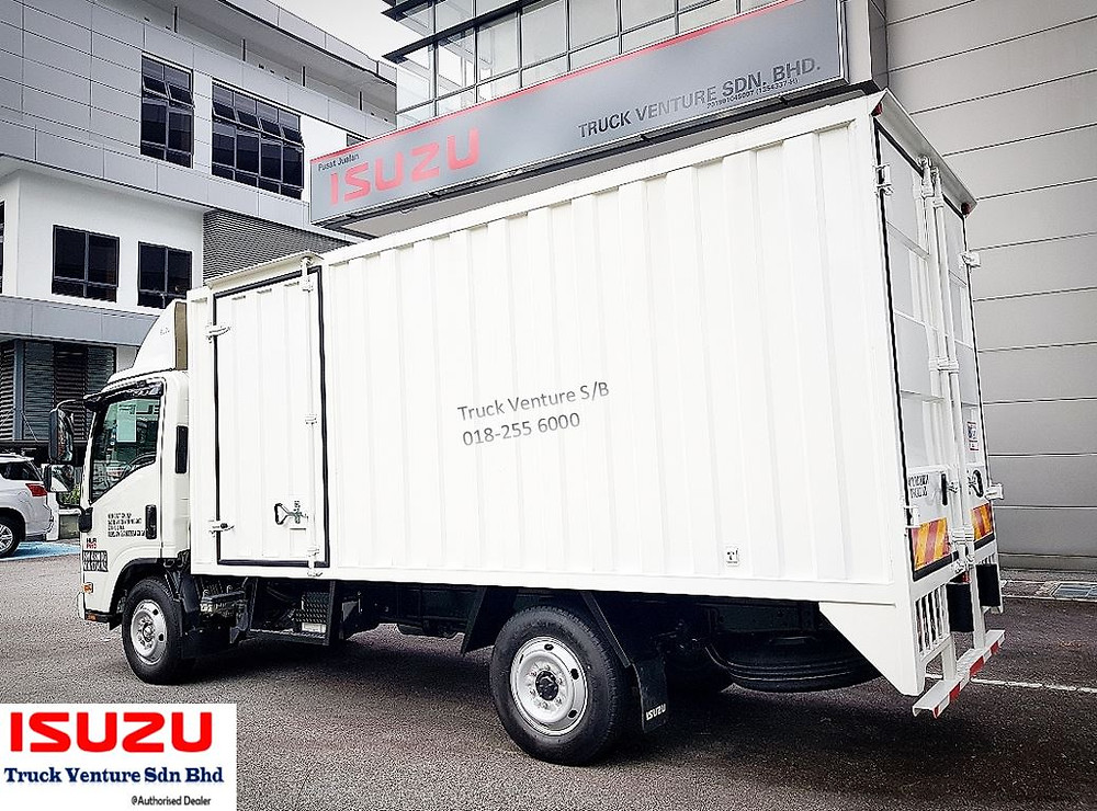 New lorry ISUZU dealer showroom, with 1 small lorry display at the front yard