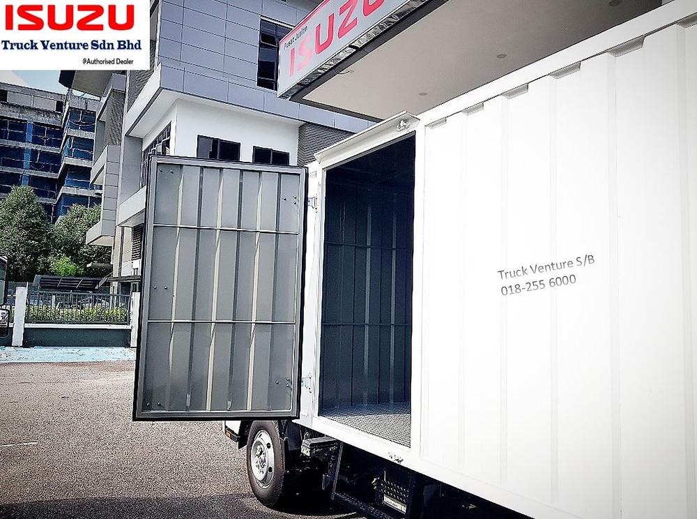 Lori Isuzu Kotak Besi tahan lasak, with 1 side door open for display