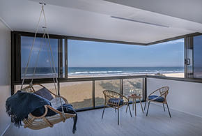 If you had a view overlooking Surfers Paradise beach, you would want it shown off