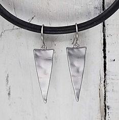 beaten effect triangle earrings - silver