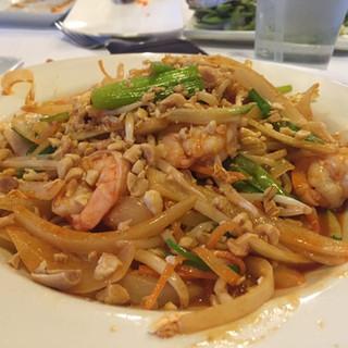 shrimp pad thai.jpg