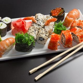 -Beautiful-Sushi-sushi-38873167-2560-160