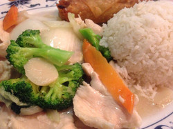 chicken and veggies with steamed rice