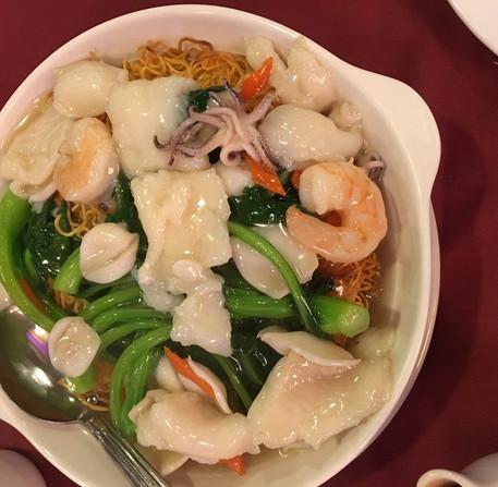 242 crispy noodle seafood.jpg