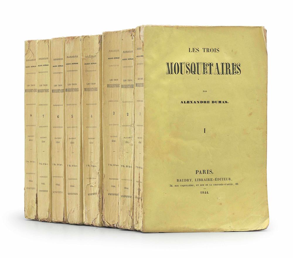 """Eerste druk van Dumas' Les Trois Mousquetaires (1844) in de originele omslage: """"a rare survival""""."""