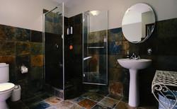 Sandpiper Room - Bathroom Overview 1