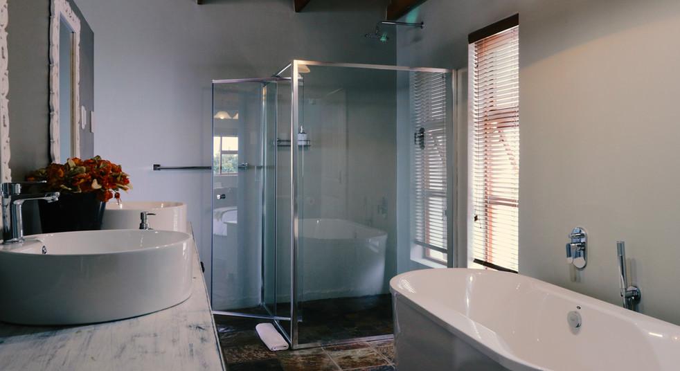 Honeymoon - Bathroom Overview 2.jpg