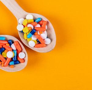 pastillas-colores-cucharas-madera_176474
