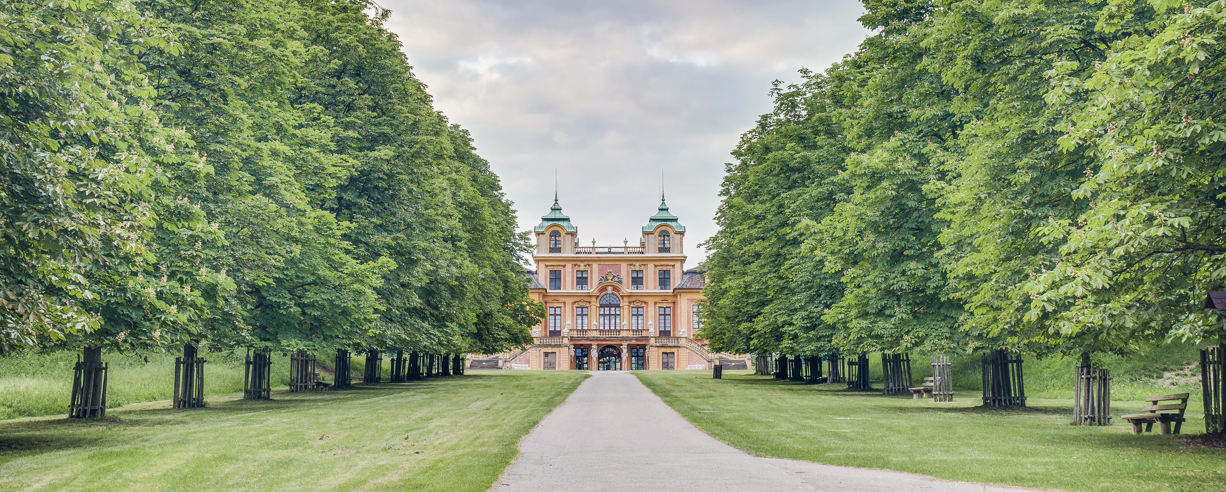 The hunting lodge and summer residence F
