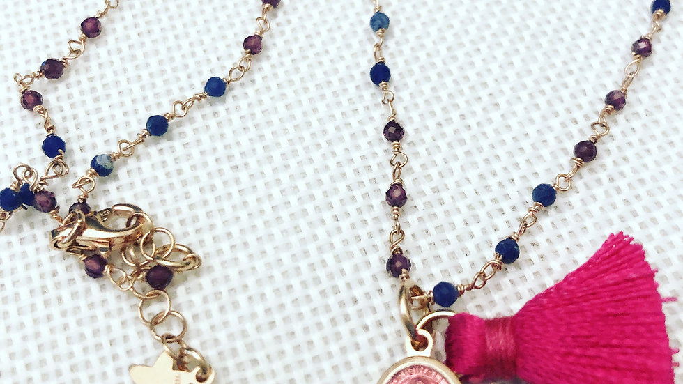 collana rosario in pietre semi preziose con Madonnina in smalto