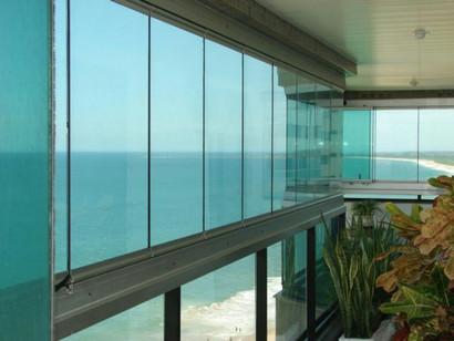 Instalação e manutenção de cortinas de vidro