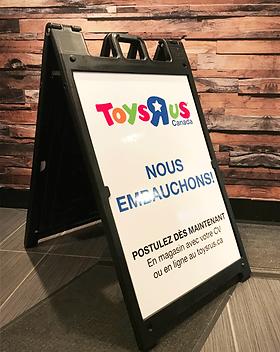 affiche-en-V-Toysrus.png