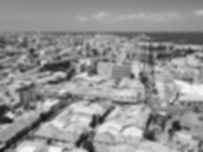 קבוצת וגר - קו רקיע של תל אביב עם הים בשחור לבן