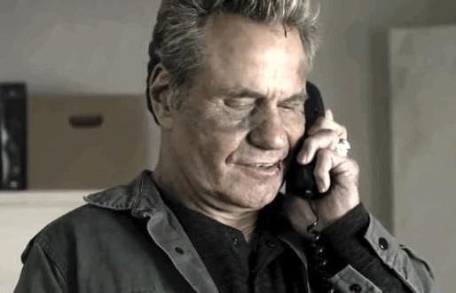 Entenda quem John Kreese telefona para quarta temporada de Cobra Kai