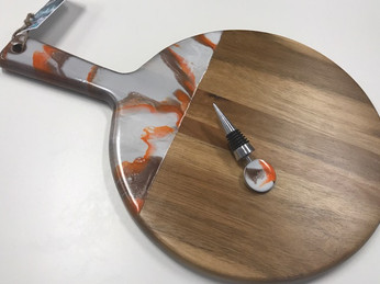 Round Board with Matching Wine Stopper